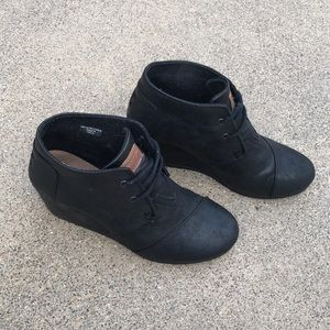TOMS Black Metallic Desert Wedge
